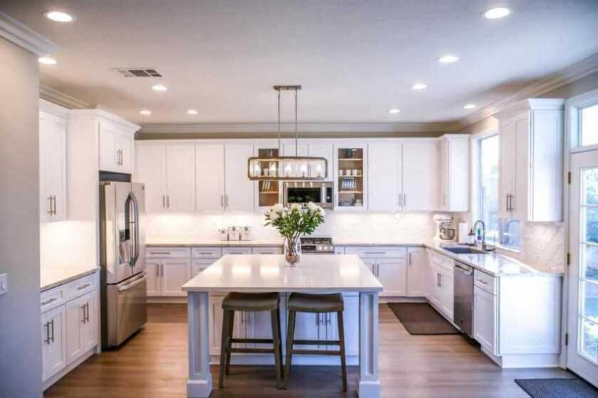 Потолок на кухне — варианты красивой отделки. Инструкция, какой потолок лучше сделать в кухне